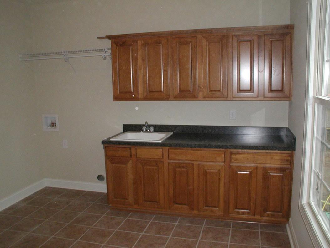 Epic-Building-Company-Pataskala-Laundry-Room-Cabinets